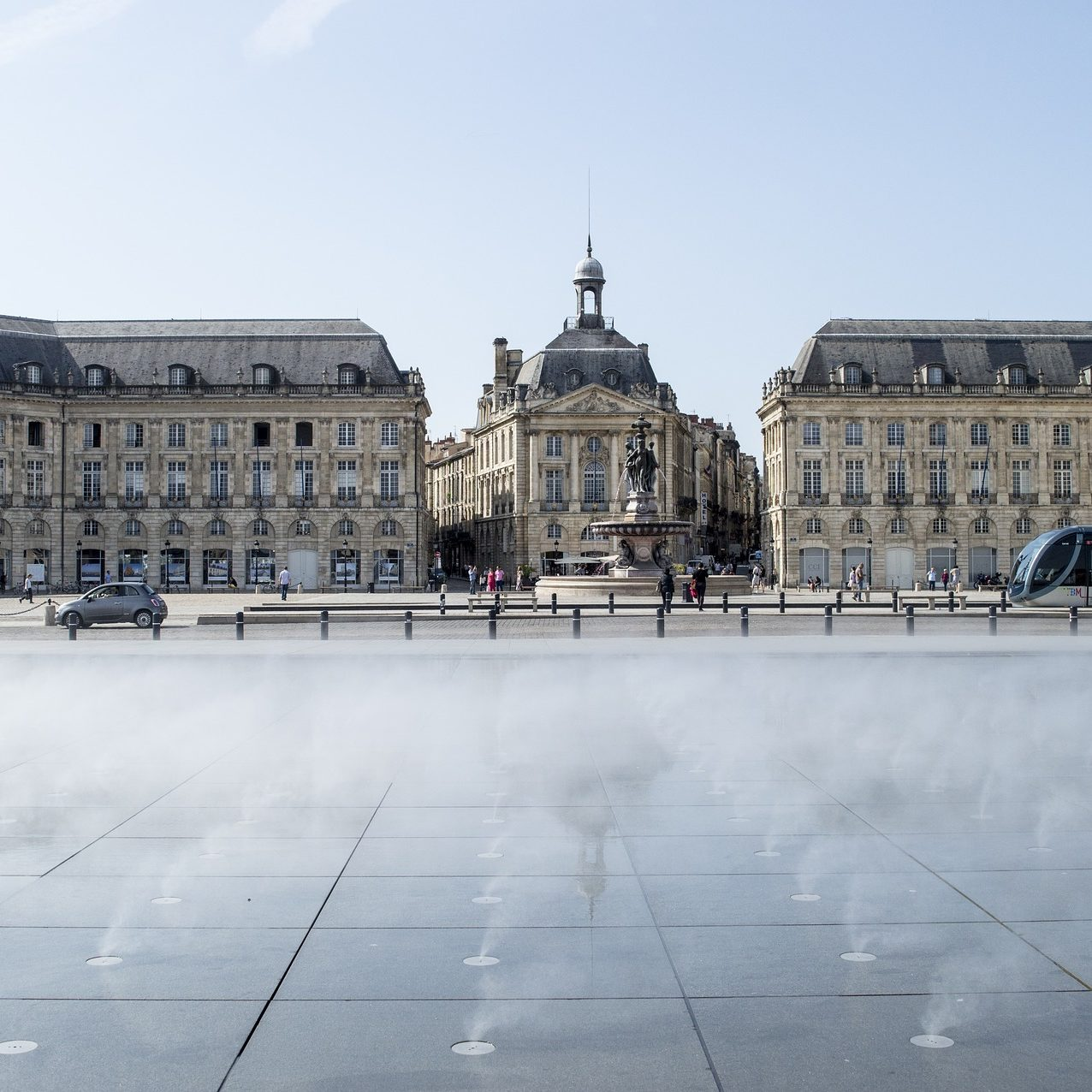 Visit Bordeaux, France. Travel guide Borgeaux. What to do and see in Bordeaux.
